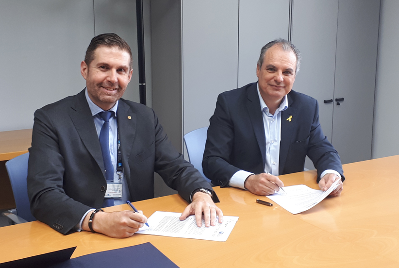 El president de la Comunitat d'Usuaris d'Aigües Subterrànies de la Cubeta d'Abrera, Jesús Naharro i el director de l'Agència Catalana de l'Aigua (ACA), Lluís Ridao